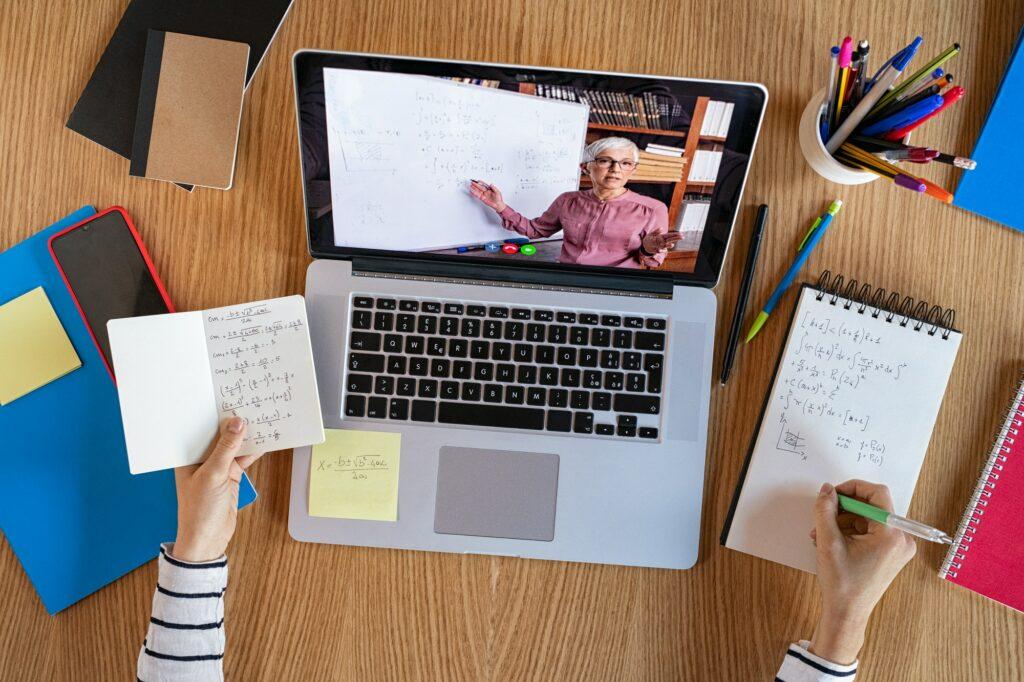 Geld verdienen mit Online Kursen und anderen digitalen Produkten